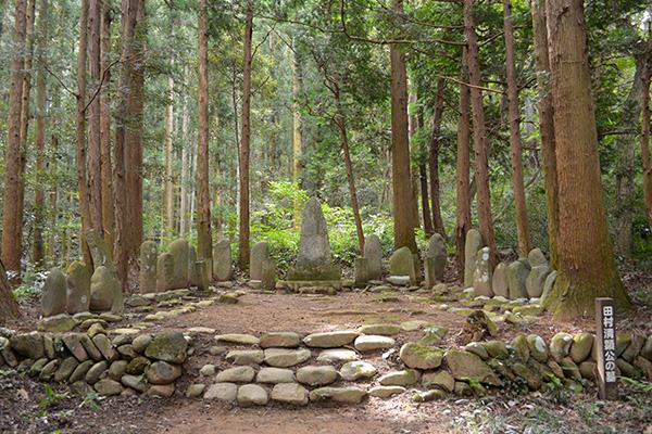 田村清顕公と真田幸村公の墓