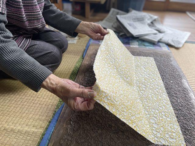 Shiroishi Kamiko: Craftsmen Who Use Traditional Shiroishi Washi Paper.