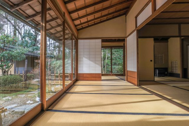 【Classical Performing Art Tradition House, Hekisuien】】It is free entry to the Tohoku's only Noh theater. Having the authentic tea ceremony room and Japanese garden, it will transmit the traditional performing art of Shiroishi city to posterity.