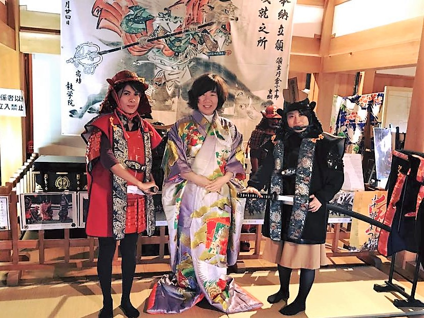 "Try on Japanese armor! Shiroishi's significant simbol ""Shiroishi Castle"" A professional staff will change you into a Japanese Samurai."