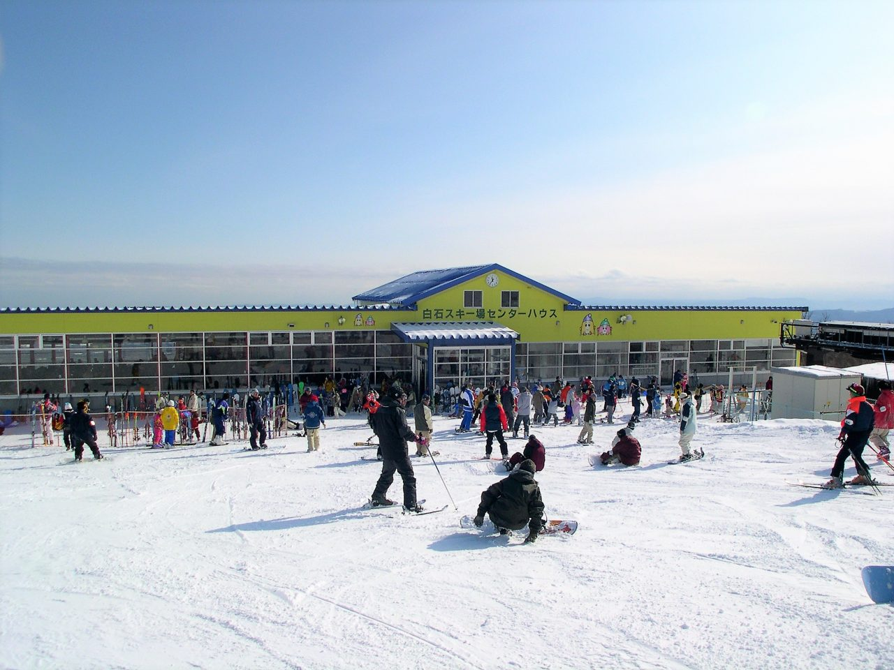 """冬季运动 提供适合家庭活动的多种服务!从入门到精通者都能合理利用享受的""""宫城藏王白石滑雪场""""。"""